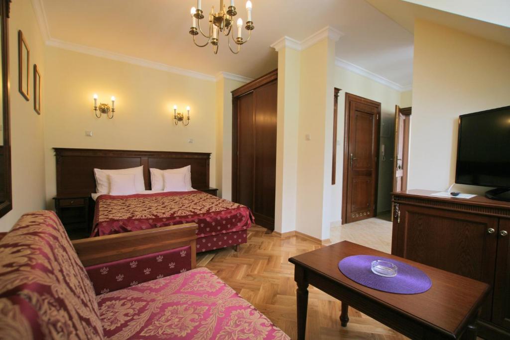 Łóżko lub łóżka w pokoju w obiekcie Apartamenty Furta Dominikańska