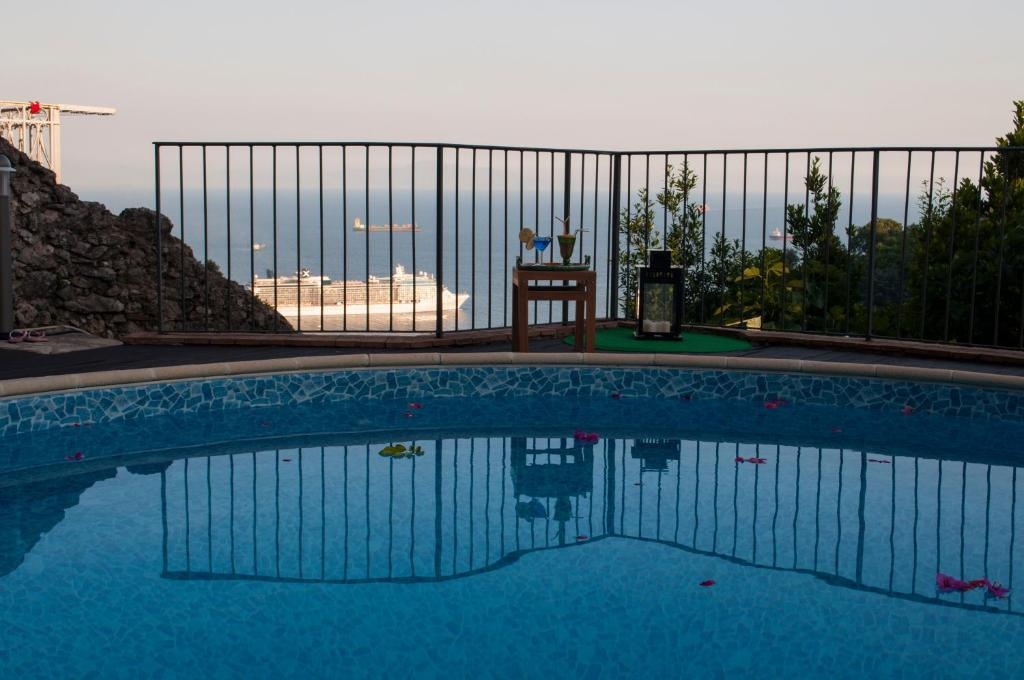 The swimming pool at or close to Residence Zelzar