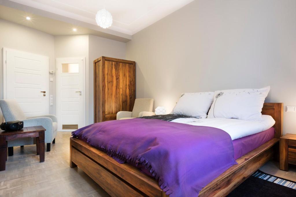 Łóżko lub łóżka w pokoju w obiekcie Mikolajska Residence