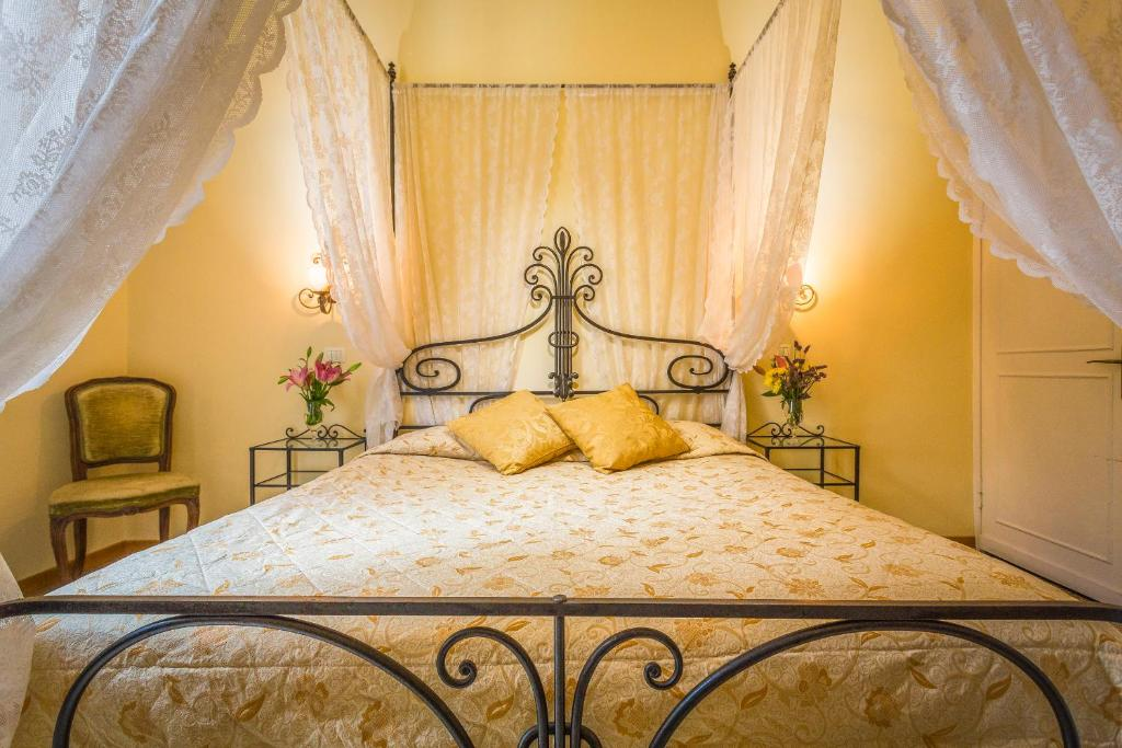 A bed or beds in a room at Soggiorno Campos