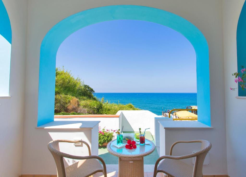 A balcony or terrace at Hotel Cava Dell'Isola