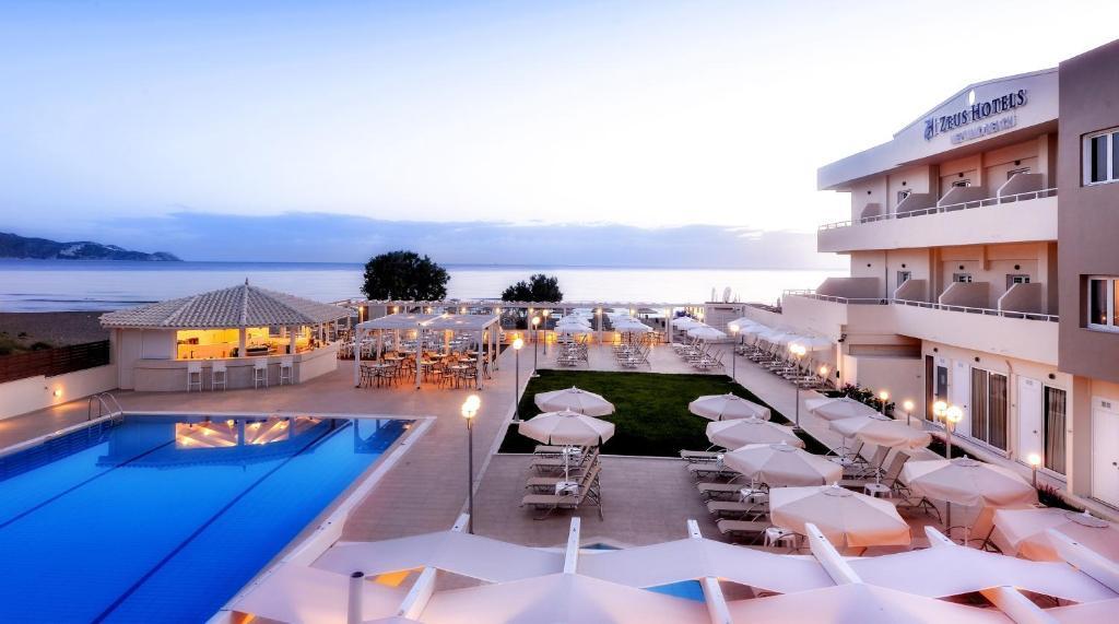 Θέα της πισίνας από το Neptuno Beach Hotel ή από εκεί κοντά