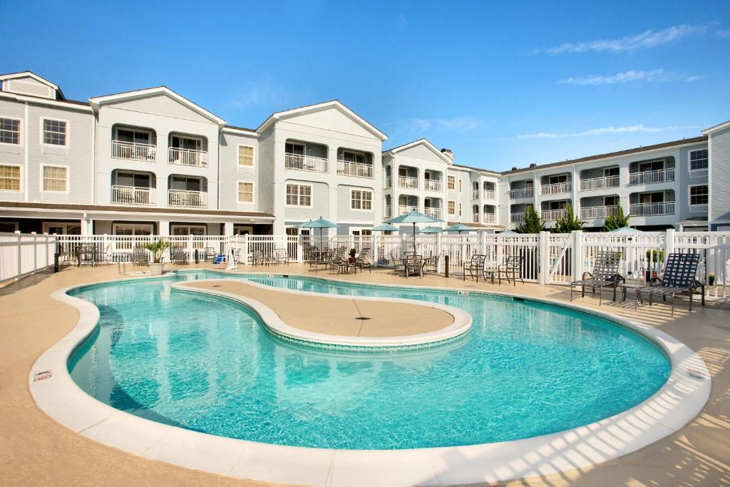 The swimming pool at or close to Hampton Inn & Suites Outer Banks/Corolla