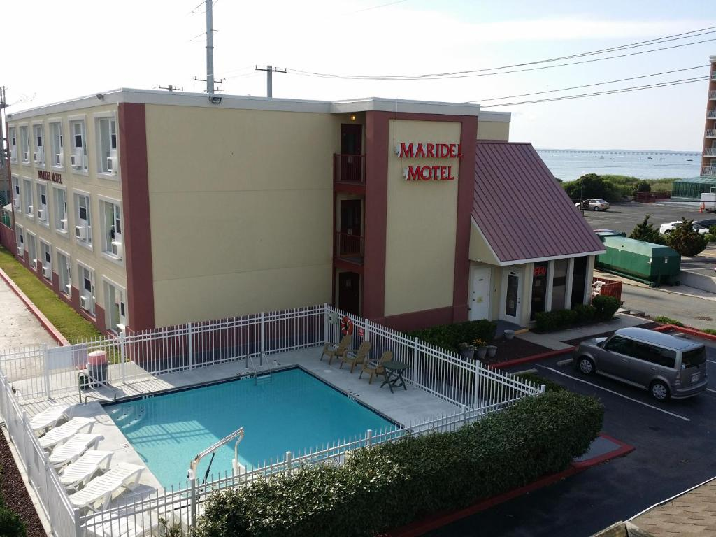 The swimming pool at or near Maridel Motel