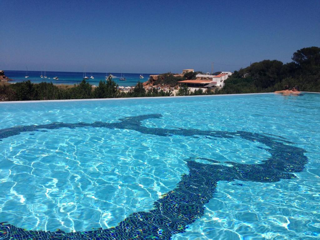 Der Swimmingpool an oder in der Nähe von Hotel Cala Saona & Spa