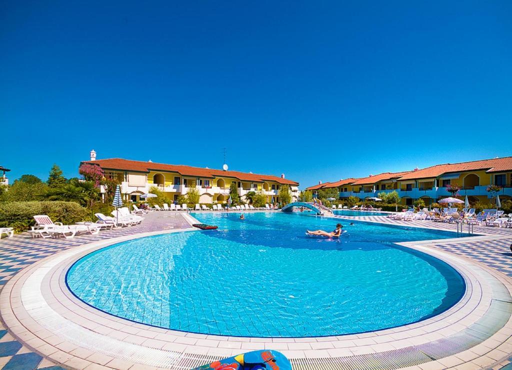 Bazén v ubytování Villaggio Ducale nebo v jeho okolí