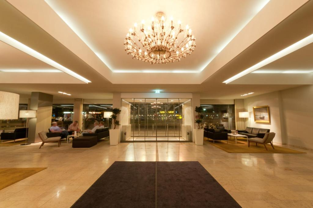 The lobby or reception area at Hotel Sylter Hof Berlin Superior