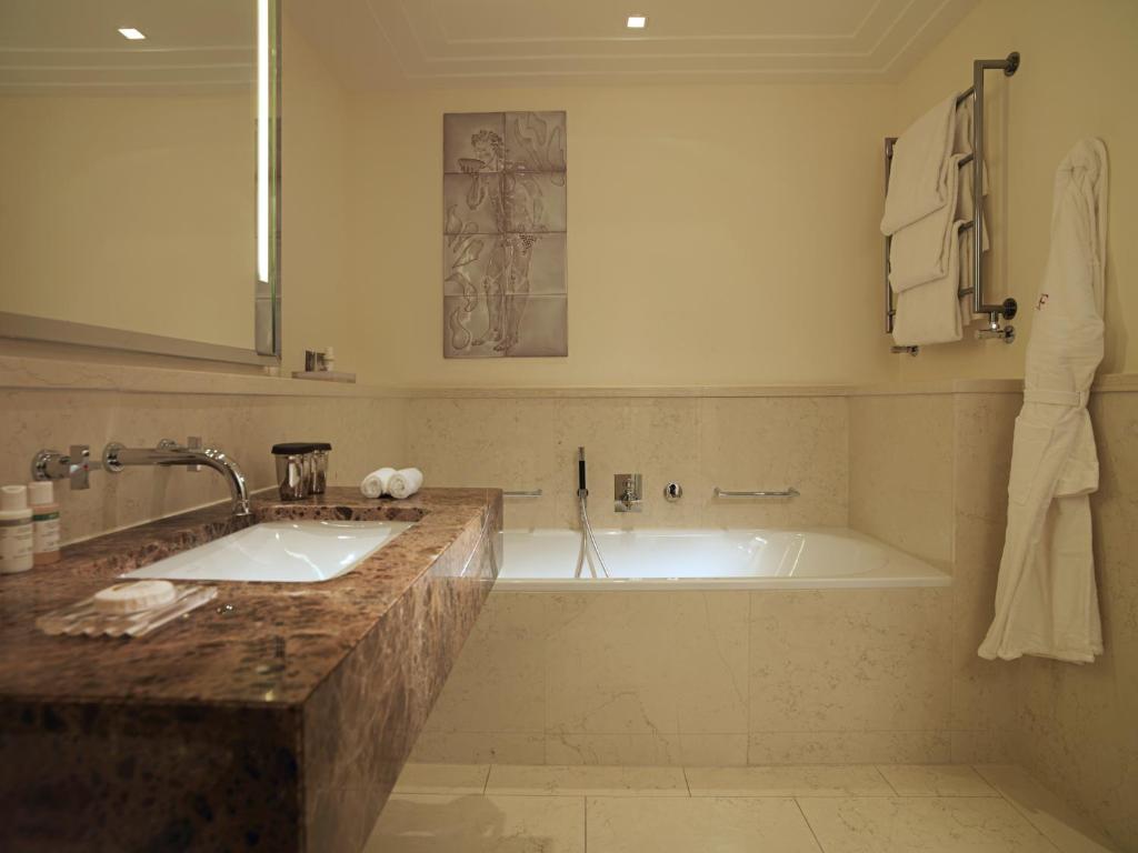 Un baño de Rocco Forte The Charles Hotel
