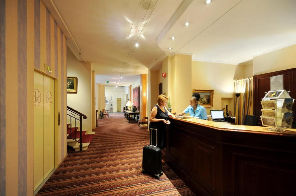 Lobby/Rezeption in der Unterkunft Hotel Victoria