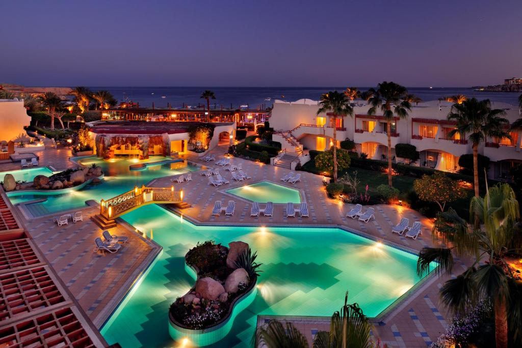 Uitzicht op het zwembad bij Naama Bay Promenade Resort Managed By Accor of in de buurt