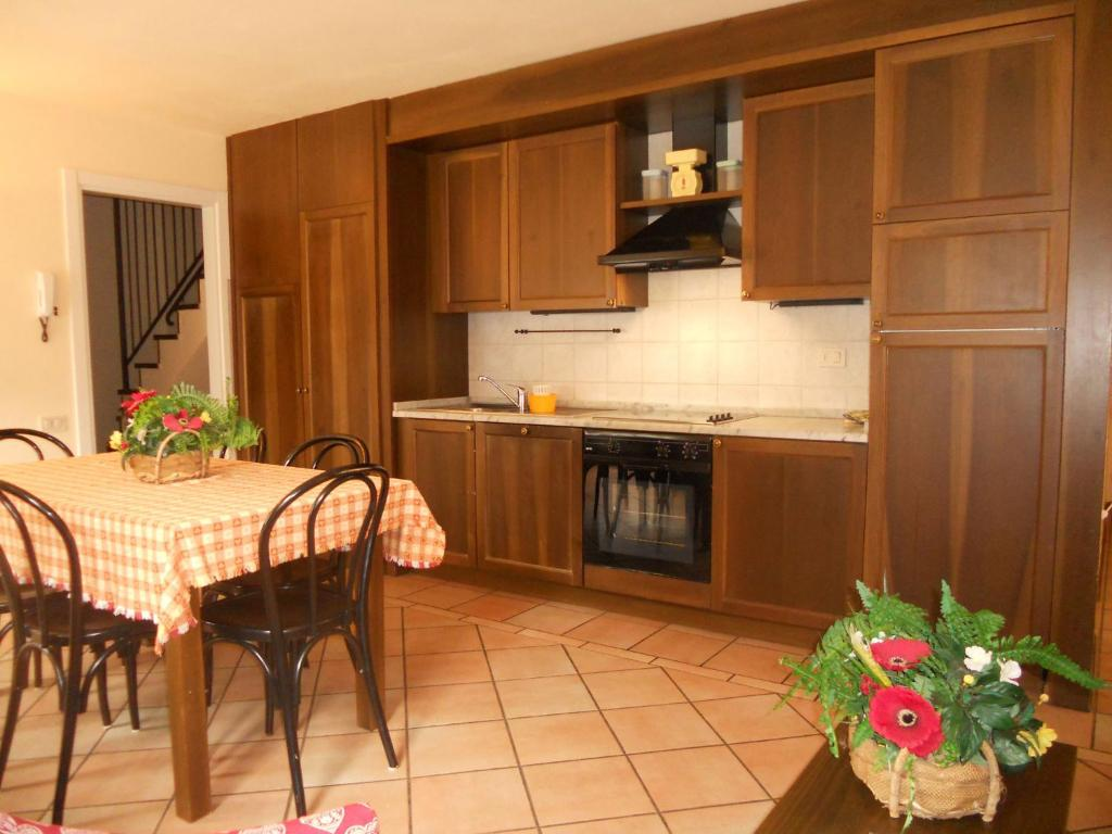 A kitchen or kitchenette at Residence Villa Avisio