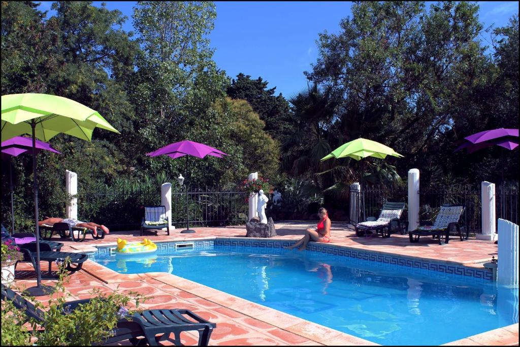 The swimming pool at or close to Hôtel Du Patriarche