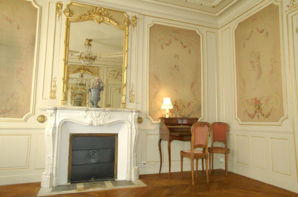 A television and/or entertainment center at L'Arlequin