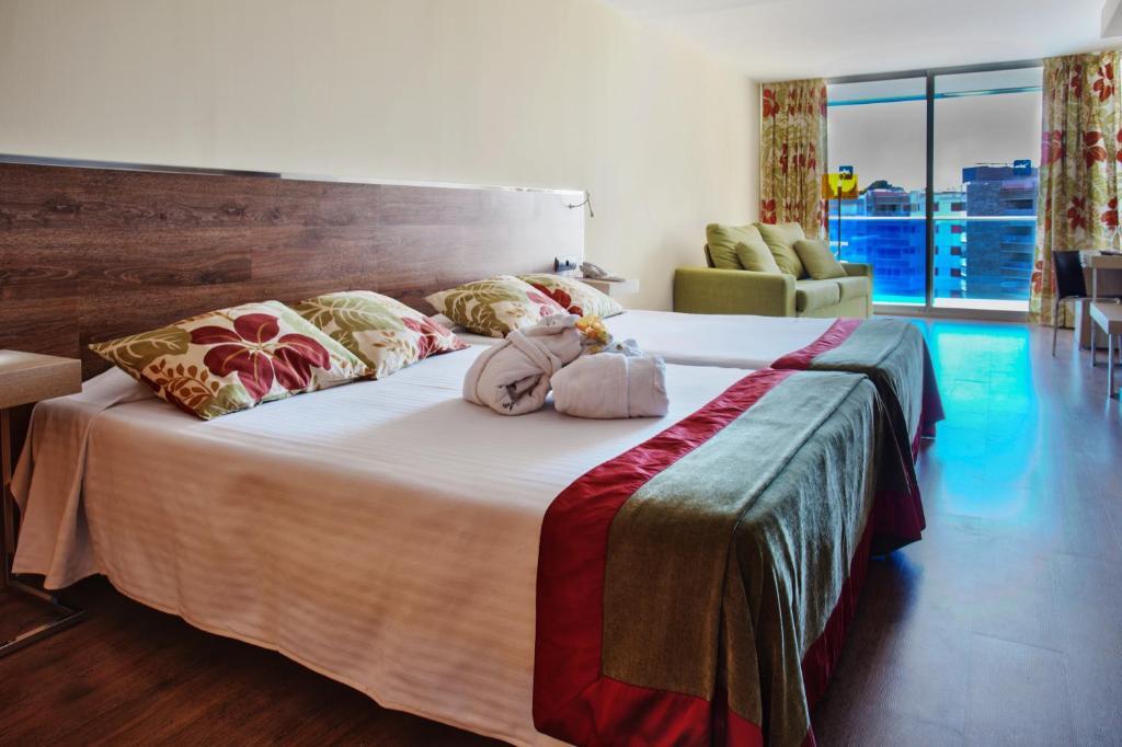 Een bed of bedden in een kamer bij NubaHotel Comarruga