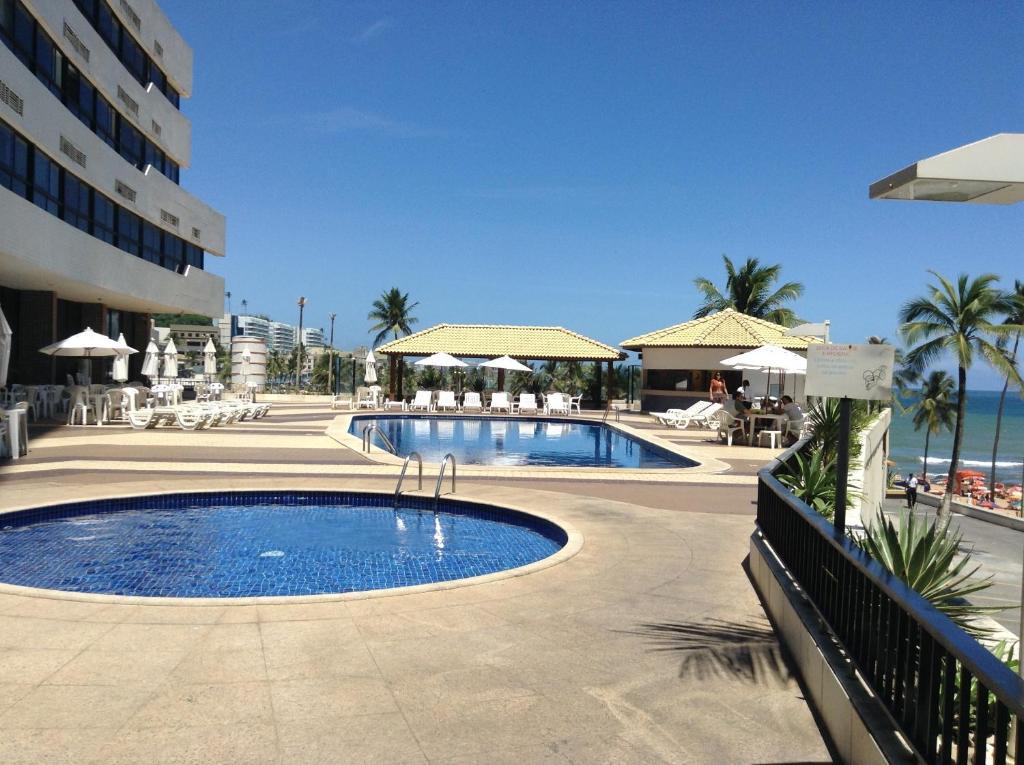 The swimming pool at or close to Apartamento em Ondina