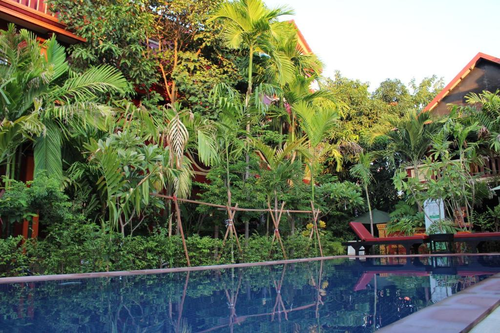 The swimming pool at or close to Bou Savy Guesthouse