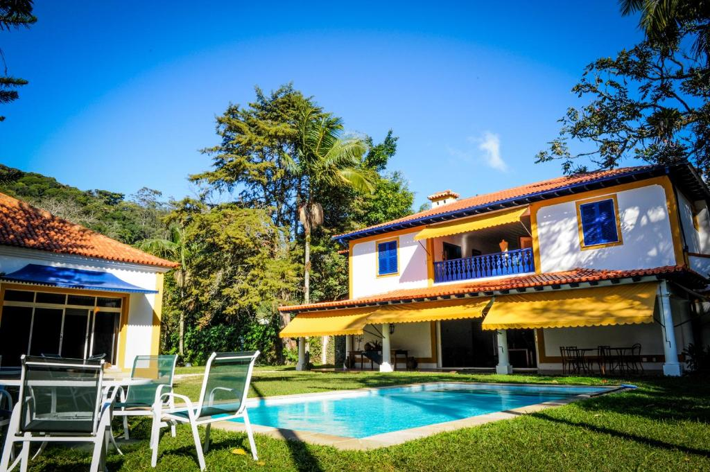 The swimming pool at or close to Pousada Vila Brasil