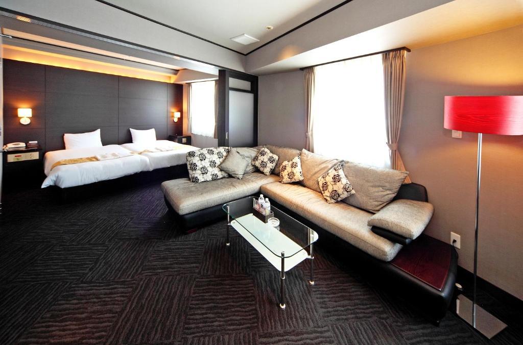 A seating area at Hotel Sun Plaza Sakai Annex