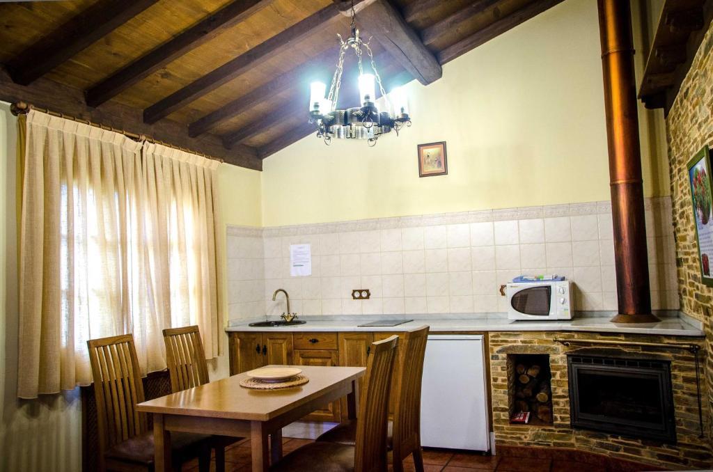 Una cocina o zona de cocina en Casas Rurales Taramundi Verde