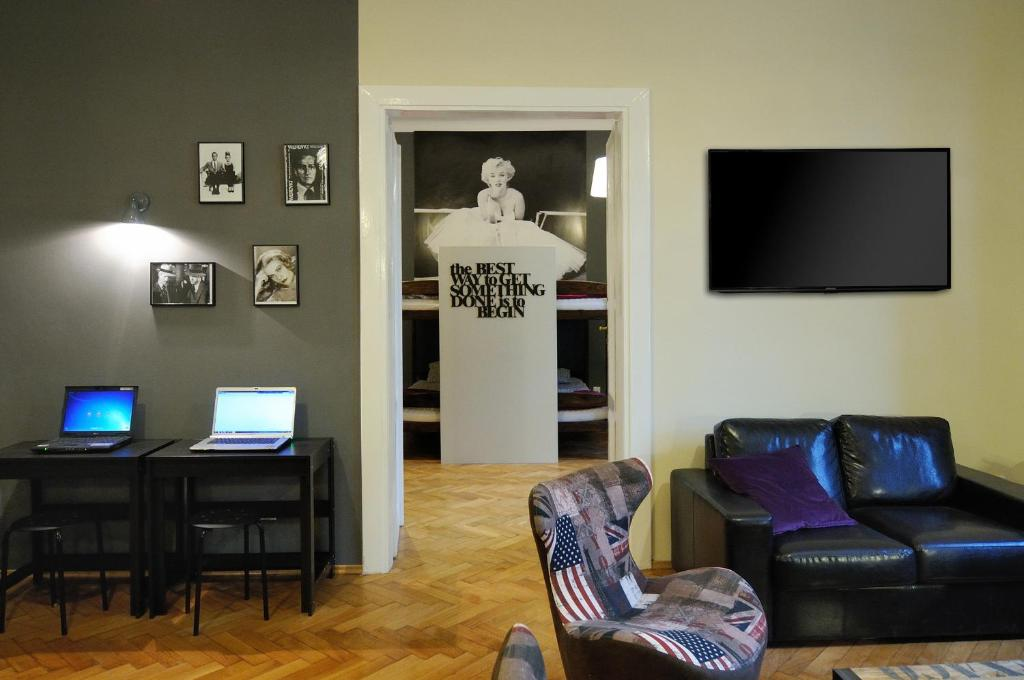 A television and/or entertainment center at Hollywood Hostel