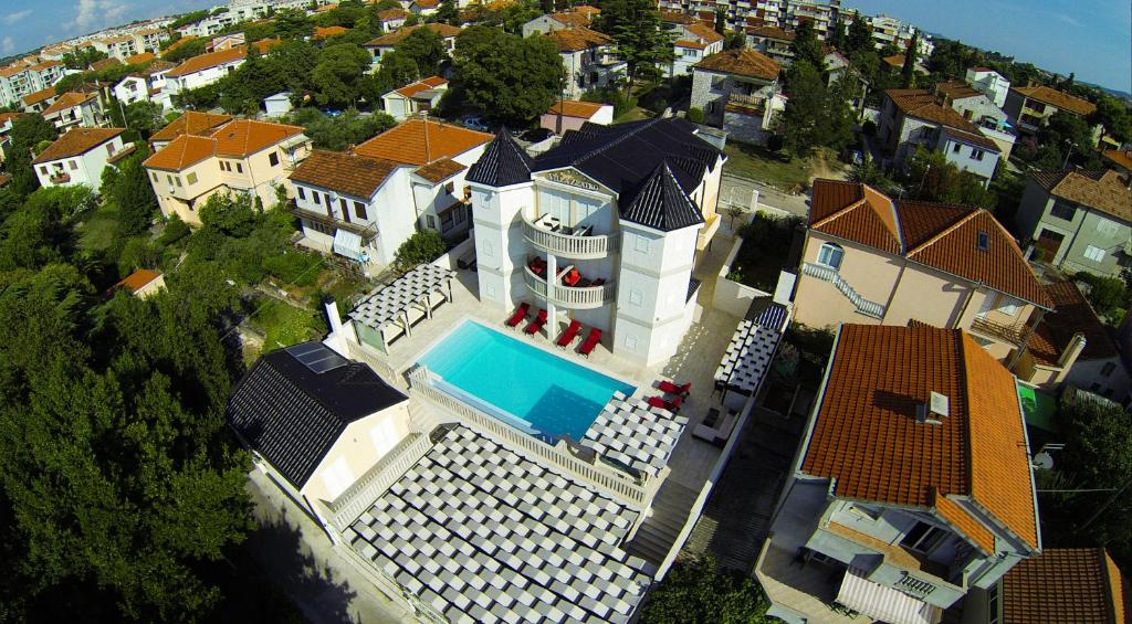 A bird's-eye view of Apartments Villa Zlatko