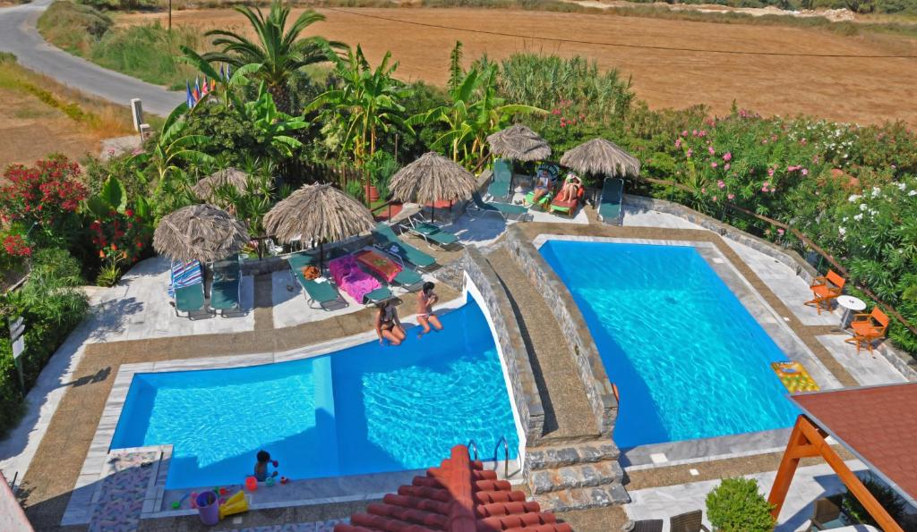 Widok na basen w obiekcie Poledas Apartments lub jego pobliżu