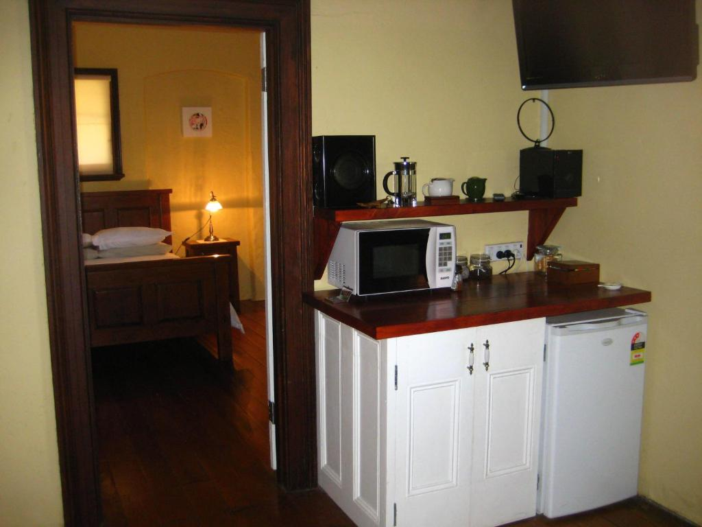 A kitchen or kitchenette at Mudgee Bed And Breakfast