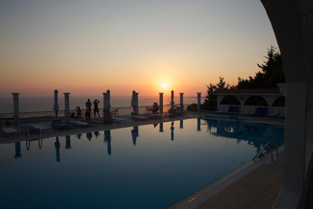 Πισίνα στο ή κοντά στο Mouikis Sun Village