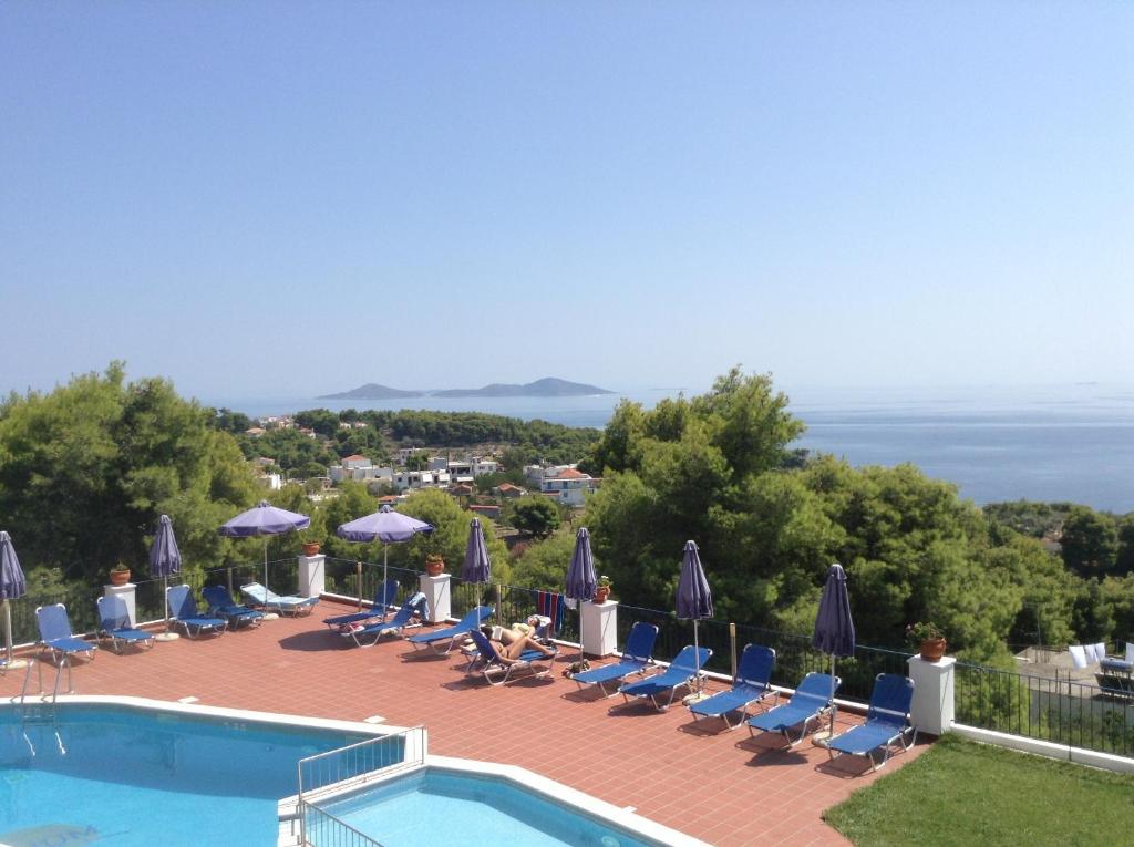Θέα της πισίνας από το Atrium Of Alonnissos ή από εκεί κοντά