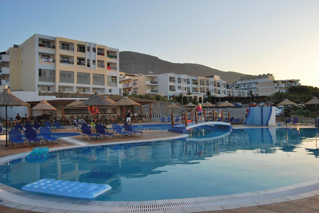 The swimming pool at or near Mediterraneo Hotel