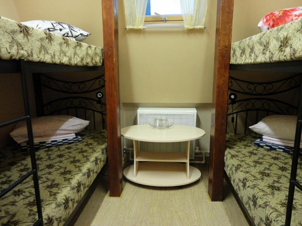Двухъярусная кровать или двухъярусные кровати в номере Хостел Hostel Little