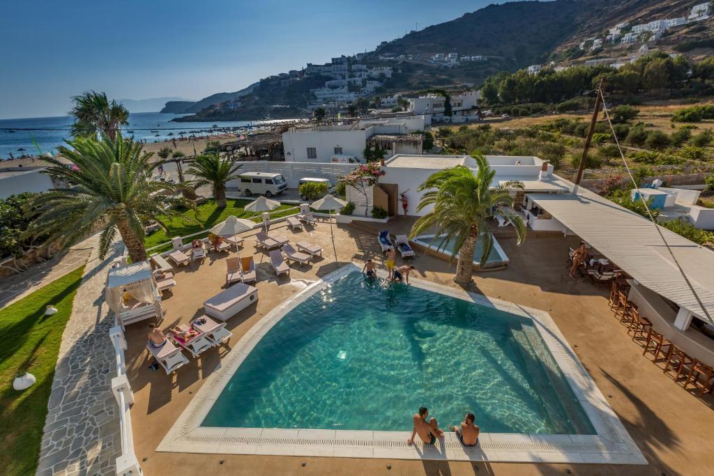 Θέα της πισίνας από το Ξενοδοχείο Αιγαίον ή από εκεί κοντά
