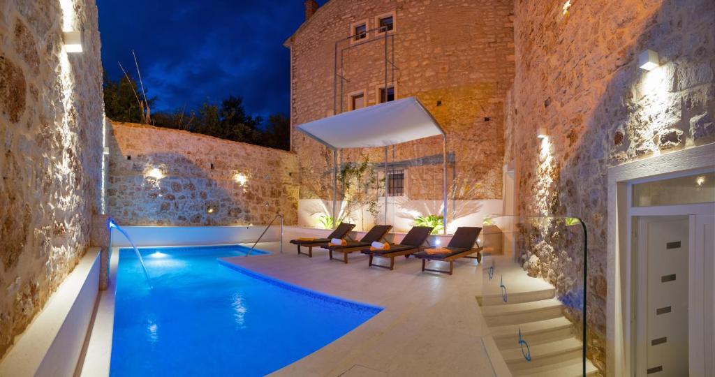 Bazén v ubytování Villa Majestic nebo v jeho okolí
