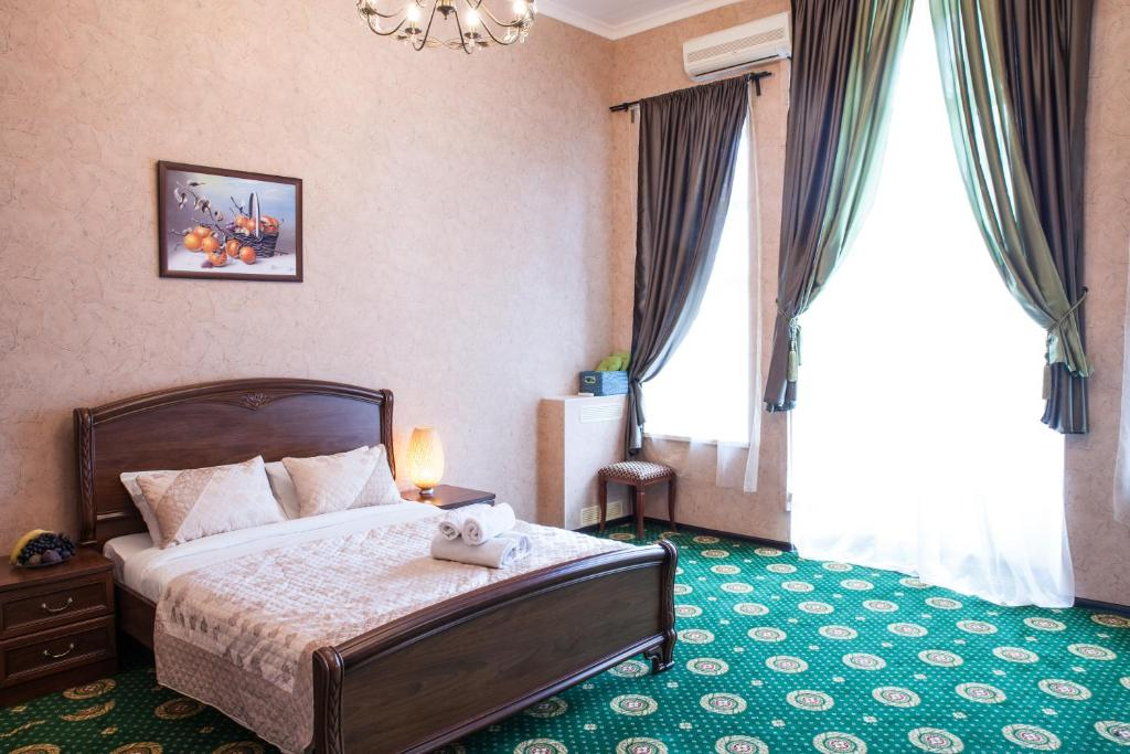 A bed or beds in a room at Seven Hills Lubyanka