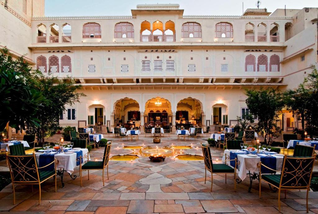 מסעדה או מקום אחר לאכול בו ב-Samode Haveli