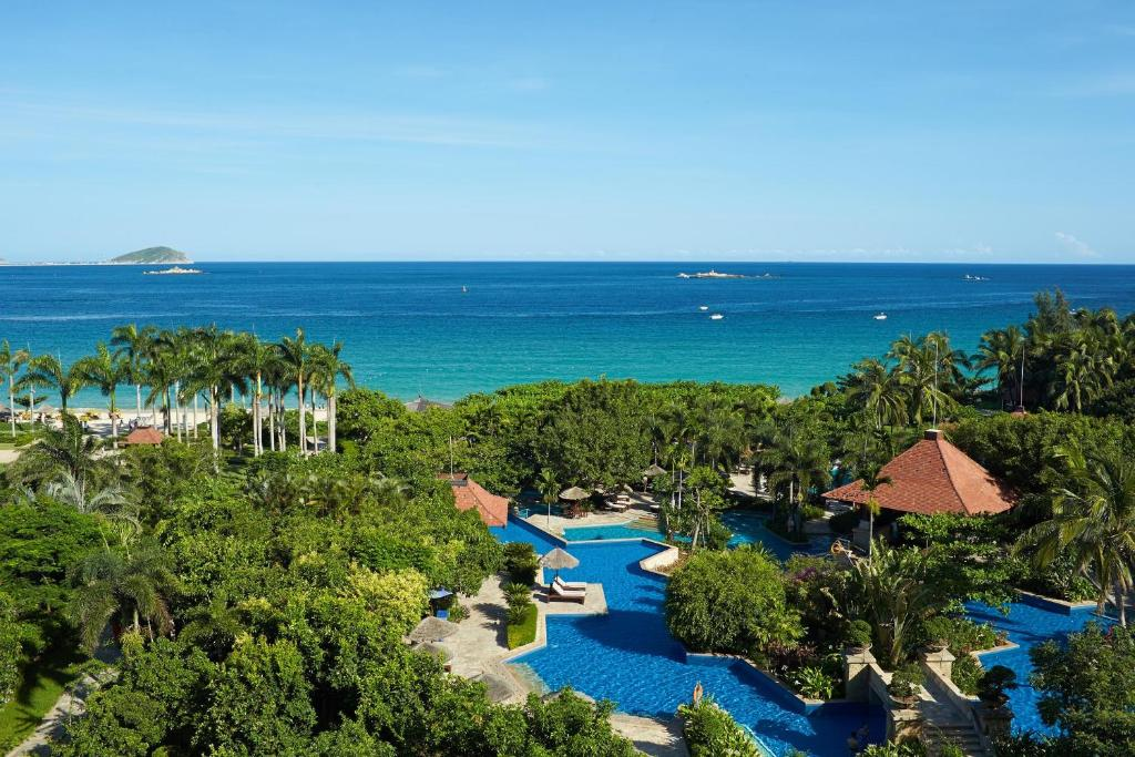 A view of the pool at Sanya Marriott Yalong Bay Resort & Spa or nearby