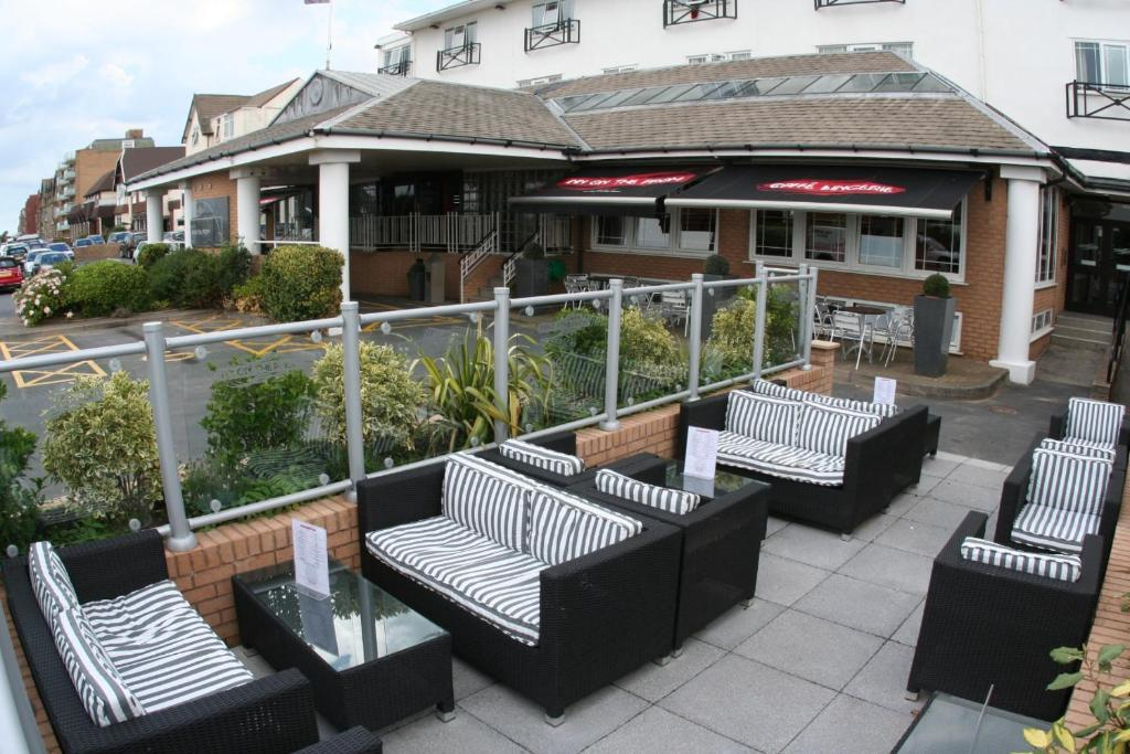 Inn On The Prom At The Fernlea Hotel