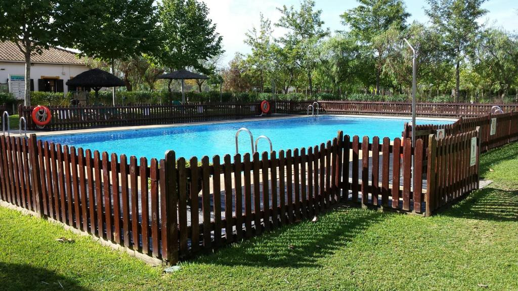 The swimming pool at or near Camping La Aldea