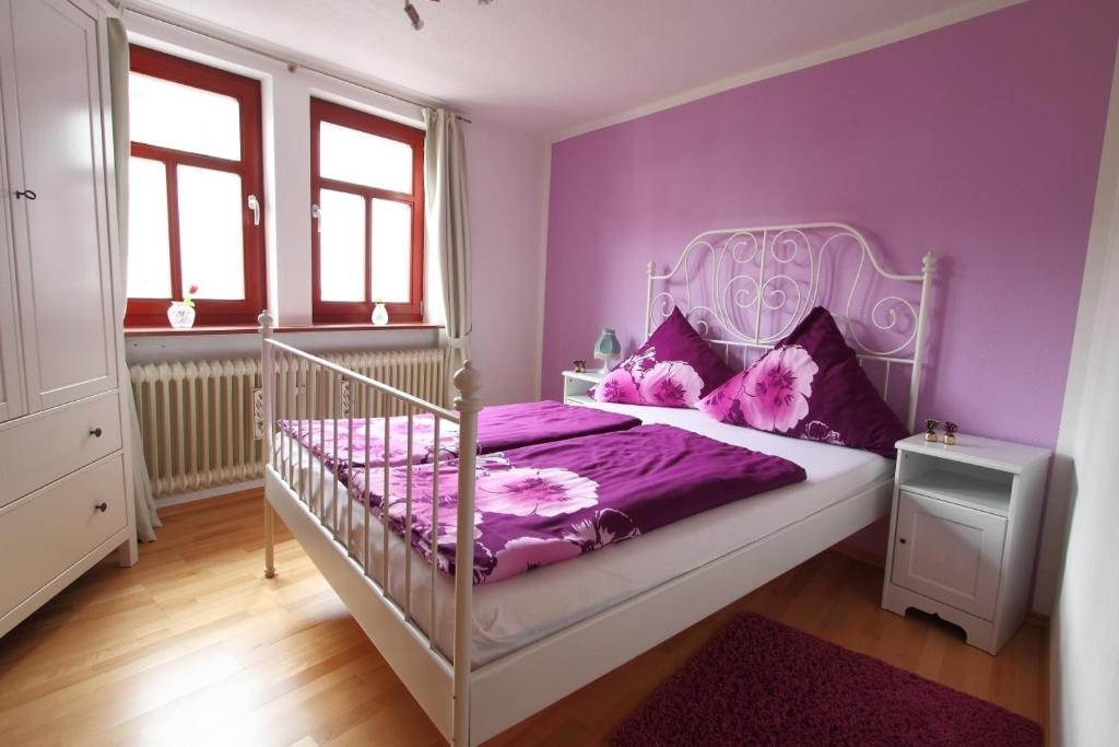 Ein Bett oder Betten in einem Zimmer der Unterkunft Haus Alice