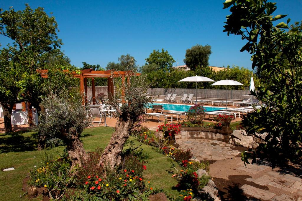 The swimming pool at or close to Il Roseto
