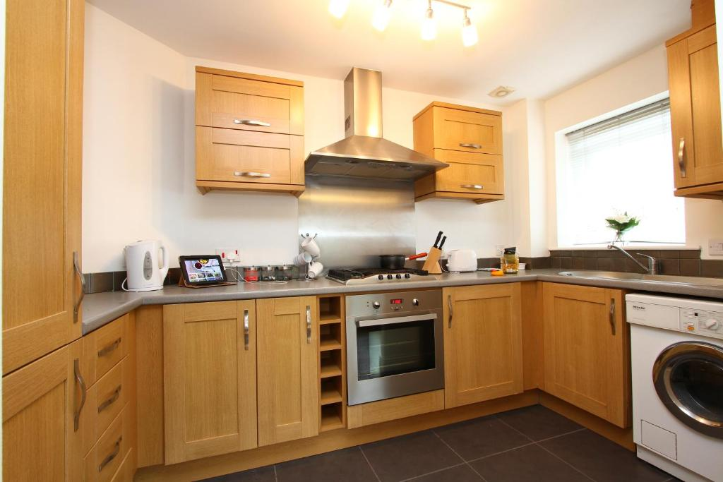 A kitchen or kitchenette at Whitehouse Court