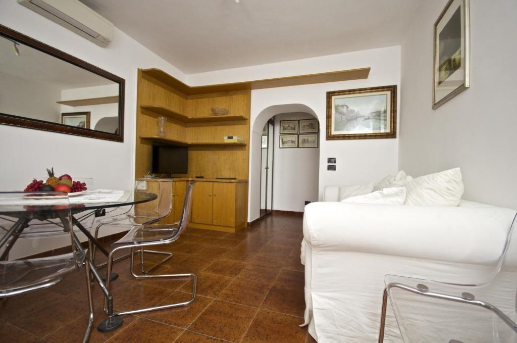 Coin salon dans l'établissement Apartment Arenula