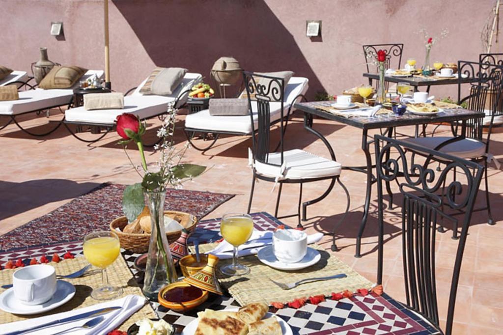 Restaurant ou autre lieu de restauration dans l'établissement Riad Shaloma