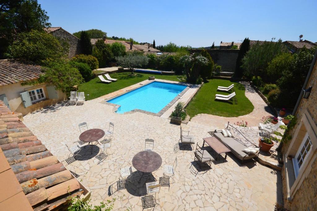 A view of the pool at B&B Le Mas D'Orsan or nearby