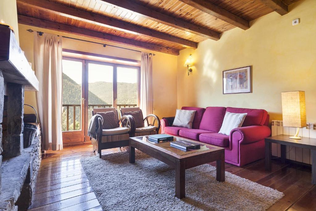 A seating area at Baqueira Apartamentos Cota 1700