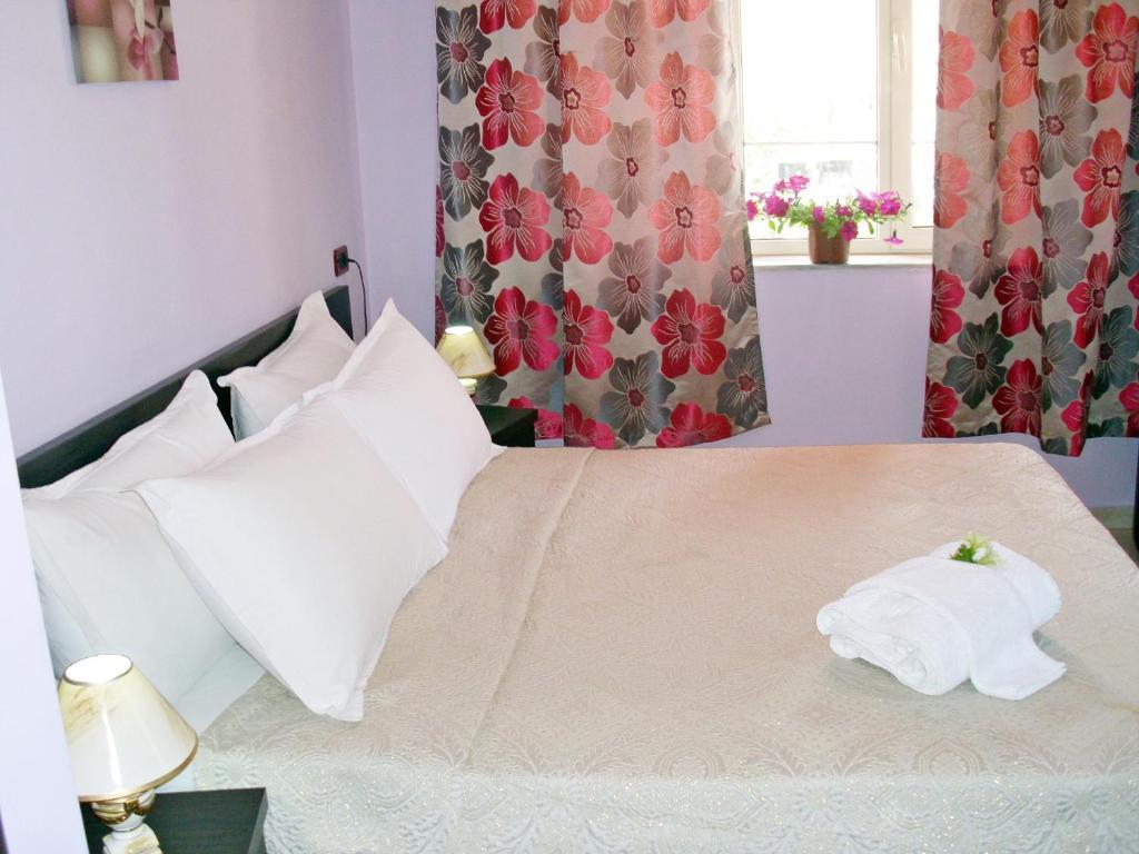 Jolly City Center Hotel tesisinde bir odada yatak veya yataklar