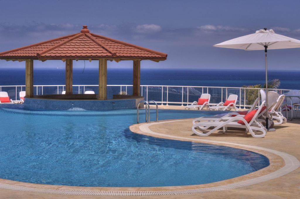 المسبح في فندق فرح طنجة  أو بالجوار