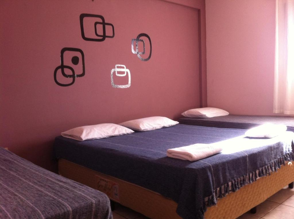 Cama ou camas em um quarto em 50 Hotel