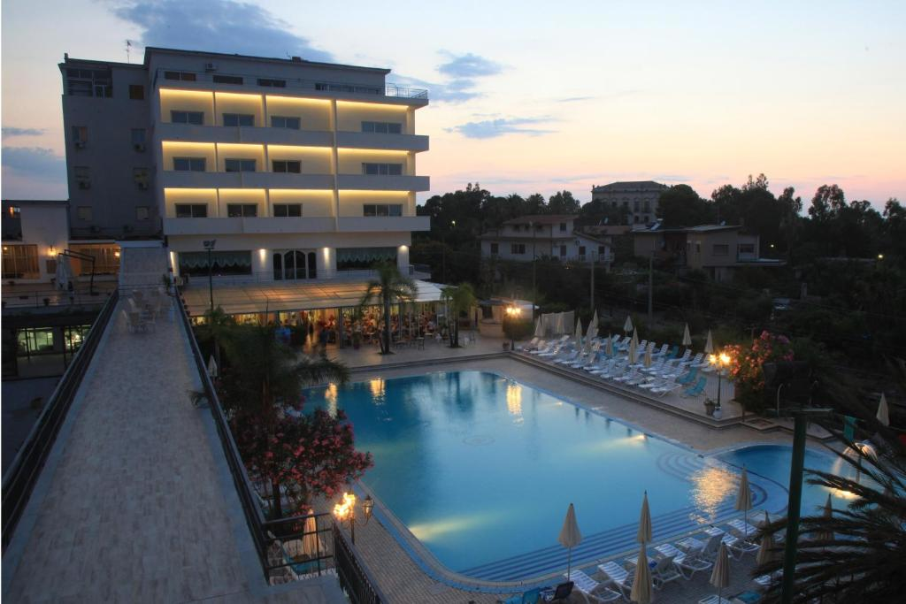 A view of the pool at Hotel Santa Lucia Le Sabbie d'Oro or nearby