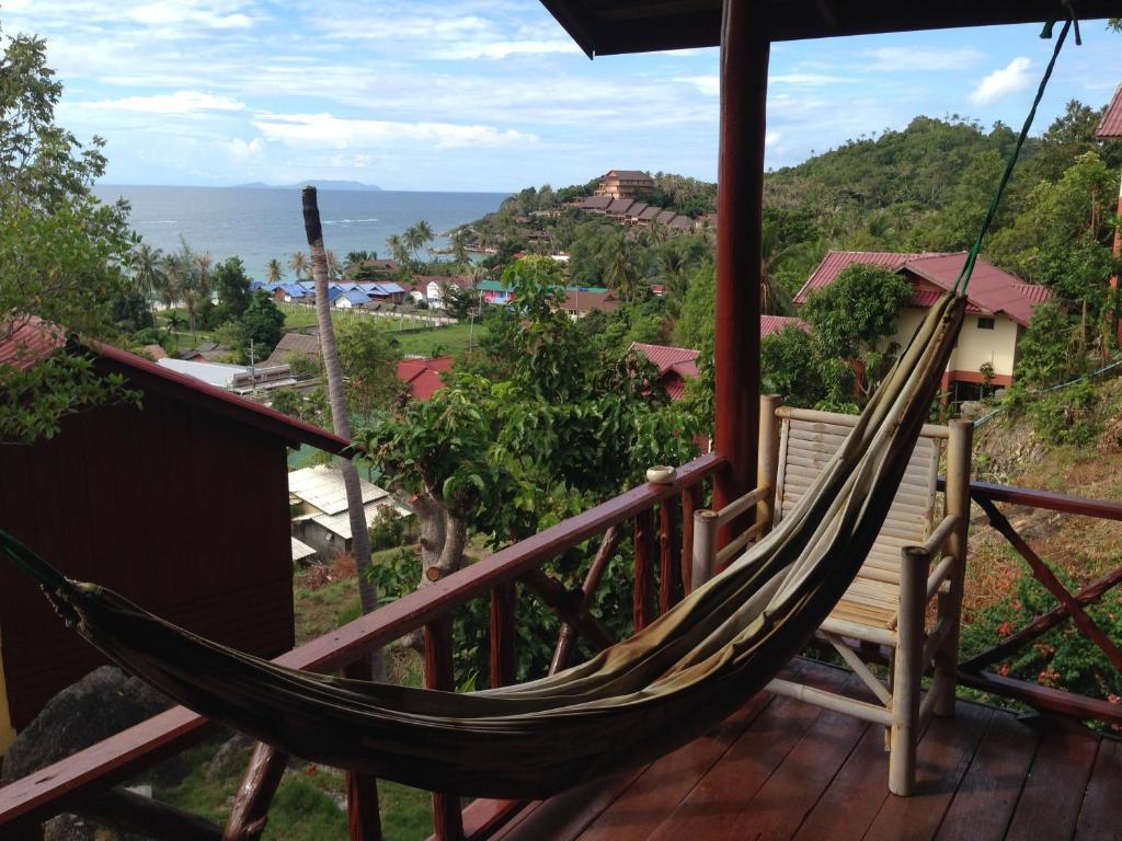 Een balkon of terras bij J.B.Hut Bungalows